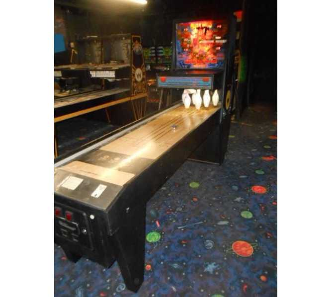 WILLIAMS ALLEY CATS Puck Bowler Shuffle Alley Arcade Machine Game for sale